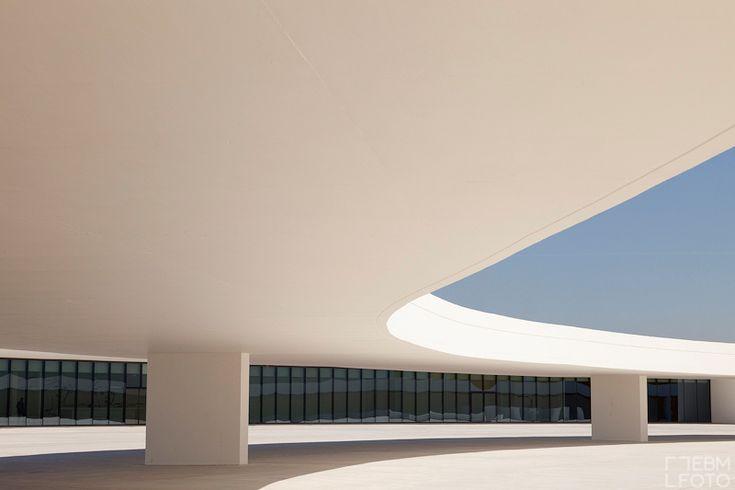 Oscar Niemeyer  Maestro, impresionante arquitectura!