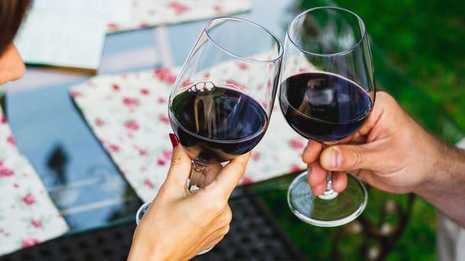 Americkí vedci zistili, že aj pohár vína môže slúžiť ako prevencia.