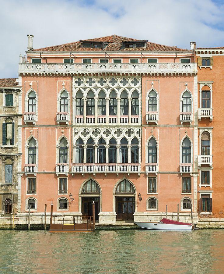 Palazzo Pisani Moretta. Uno dei più conosciuti palazzi veneziani sul Canal Grande, teatro di feste ed eventi.