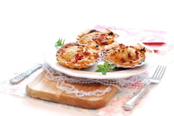 Receta de Vieiras al horno, para hacer en Thermomix ® y acabar de hornear en el horno. Una receta tradicional gallega que no puede faltar en Navidad.