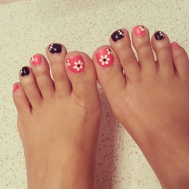 Black and pink polish with white daisies...really easy design and cute