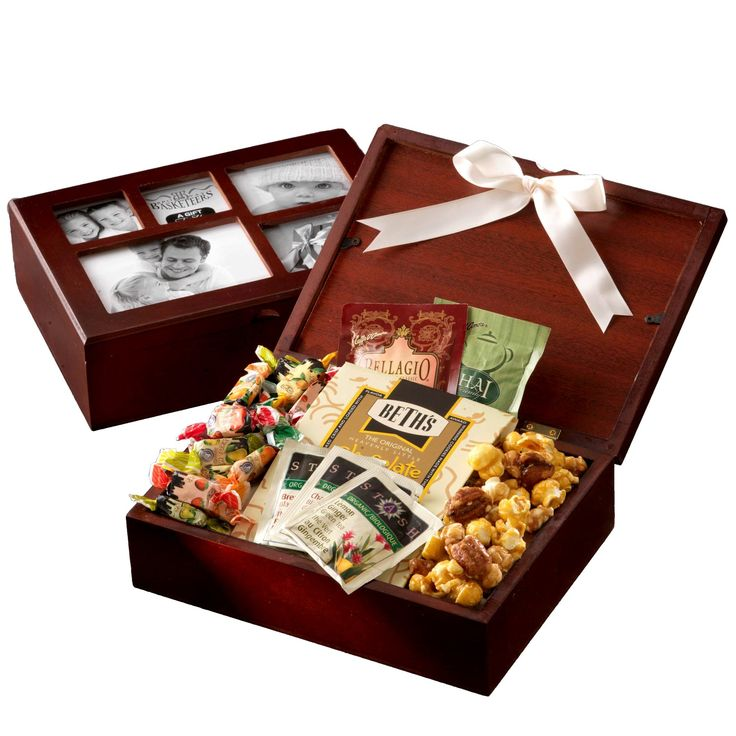 Looking to give your lovely lady a gift basket? Here are some beautiful Valentines Day gift baskets for her, you wife or girlfriend.