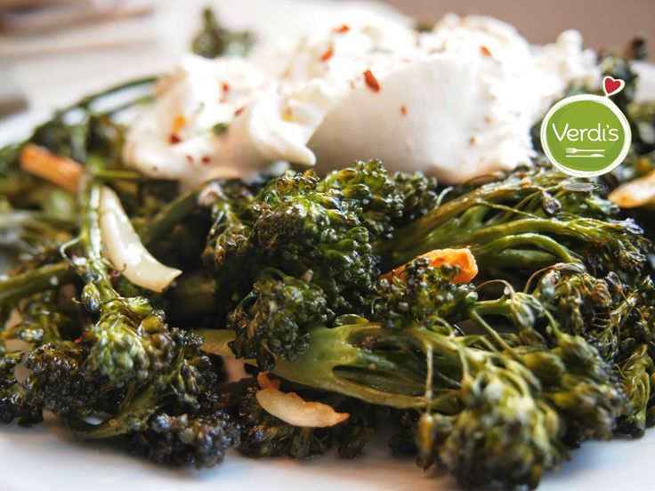 Oggi ti stiamo preparando un piatto gustoso e leggero:  Burratina con filetti di alici e broccoletti al vapore... Ordinalo su verdi-s.it/delivery  Today we are preparing you a tasty and light dish: Burratina cheese with anchovy fillets and steamed broccoli ... Order it on verdi-s.it/delivery #sanoappetito #verdis  #milan #expo2015 #love #good #healthyfood #food #foody #pranzo #delivery #takeaway #light