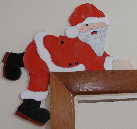 Linda decoração para o batente da sua porta.  Papai Noel já está prontinho pra pular na sua casa.  Conheça este produto e muito mais.      Medida:  40cm de comprimento  42cm de altura  2cm de largura R$ 70,00