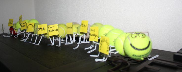 Een prachtige surprise: Duizendpoot van tennisballen en ...