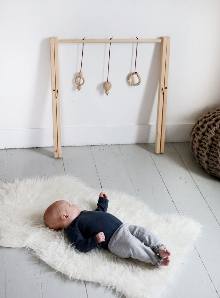 DIY Wooden Baby Gym @themerrythought | Pinterest: asherami ↞∙∙∙∙↠