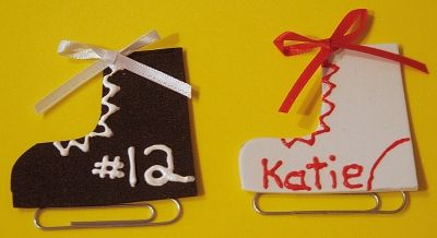 Olympic Ice Skate Foam Craft - glue on a magnet or pin to the back.  #olympics  #skatecraft