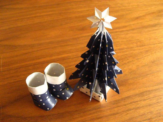 折り紙のクリスマスツリーとブーツ