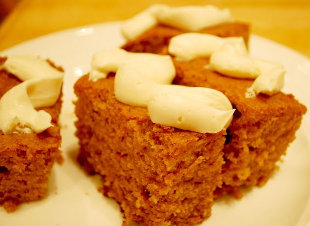 the BEST thanksgiving dessert: pumpkin bars!!! so easy and sooo delicious