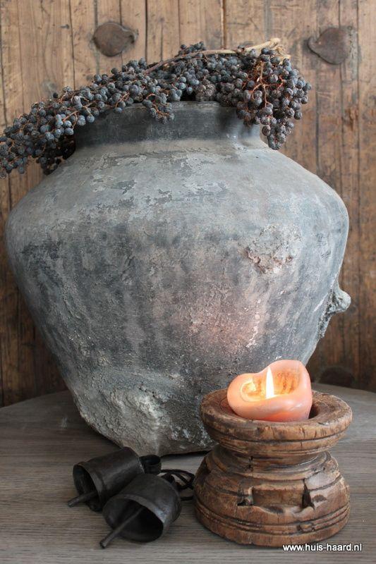 Oude  waterpot grijs