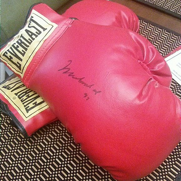 Muhammad Ali boxing gloves autographed Muhammad Ali boxing gloves left and right with certificate of authenticity autographed everlast Other