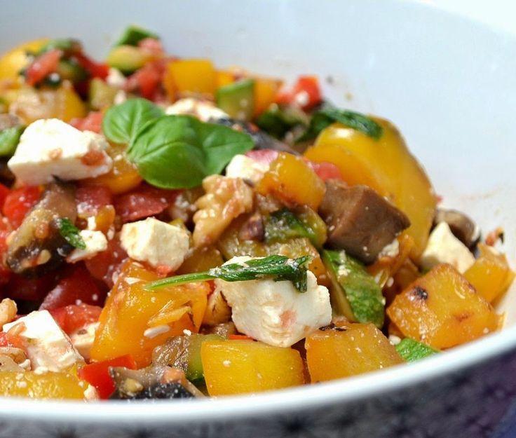 Insalata tiepida di verdure, feta e noci (dieta)