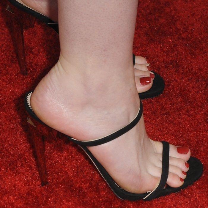 Dakota Fanning Showing Off Her Feet In Black Suede Upper