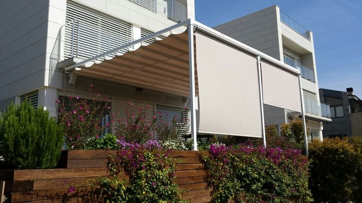 Tendla model ELIT amb cortina vertical a la part frontal