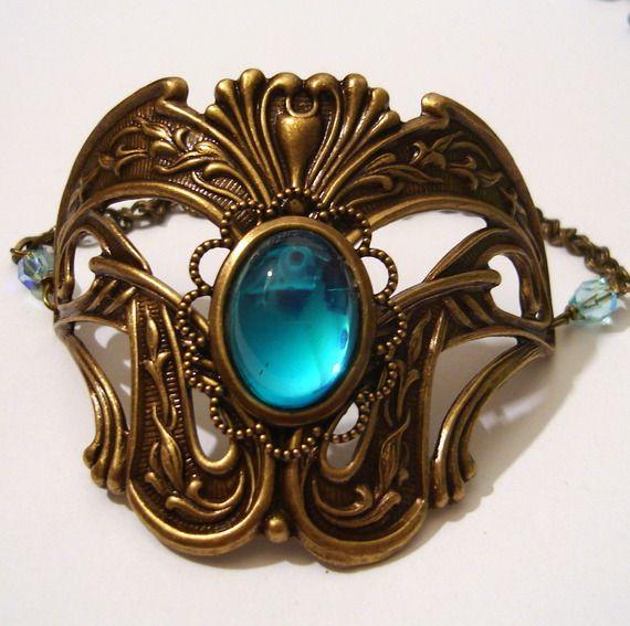 Bracelet large Art Nouveau Victorien avec Cabochon bleu et support bronze avec arabesques