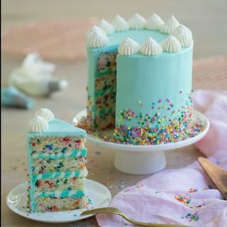 I've said it before, I'll say it again. Confetti sprinkles are THE BEST! The twins are coming SOON and I'm totally getting misty eyed for anything baby related including cute cakes that will have candles on them  So I had to do a throwback to this Robin's egg blue Funfetti cake with striped buttercream inside! Anyways, today I'm planning for a new cake that I want to be very special. I was thinking some kind of rainbow or mermaid cake... anyone have some advice?? Maybe white cho...
