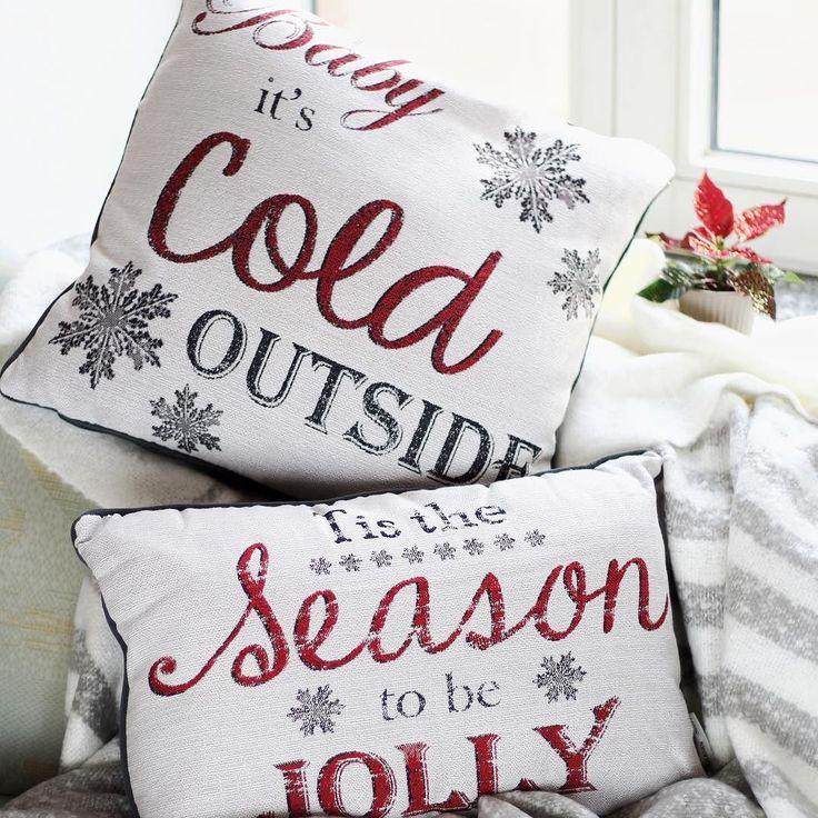 Giveaway zum 1. Advent . Rechtzeitig zum Beginn der Adventszeit haben wir ein weihnachtliches Giveaway für euch! Damit ihr es euch in der anstehenden Weihnachtszeit zu Hause mindestens genauso gemütlich machen könnt wie Maria von @maryloves_de de verlosen wir zwei festliche Kissen und eine Kuscheldecke an zwei von euch. . Was ihr dafür tun müsst? Ganz einfach!  1. Folgt uns auf Instagram und gebt diesem Post ein Like 3. Folgt  @maryloves_de de und kommentiert unter ihrem Bild wem ihr mit dem…
