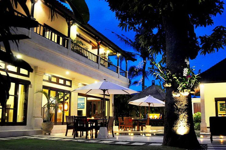 Conveniently located 5 minutes walk away from Seminyak beach, Villa Sayang places guests in the centre of Southern Bali's key neighbourhood. Vibrant beach-life, shopping, art galleries, dining, nightlife, spa and massage are close to the comfort and relaxation of this fully serviced private villa.