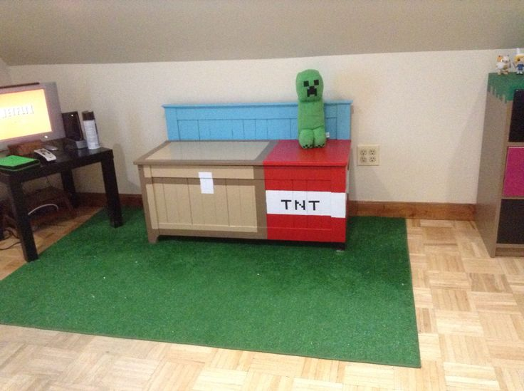 double chest and tnt cube on an artificial grass rug