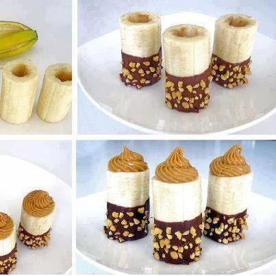 Bananes évidées puis trempées ds du chocolat, roulées dans des noisettes concassées et grillées, puis garnies de mousse au chocolat au siphon