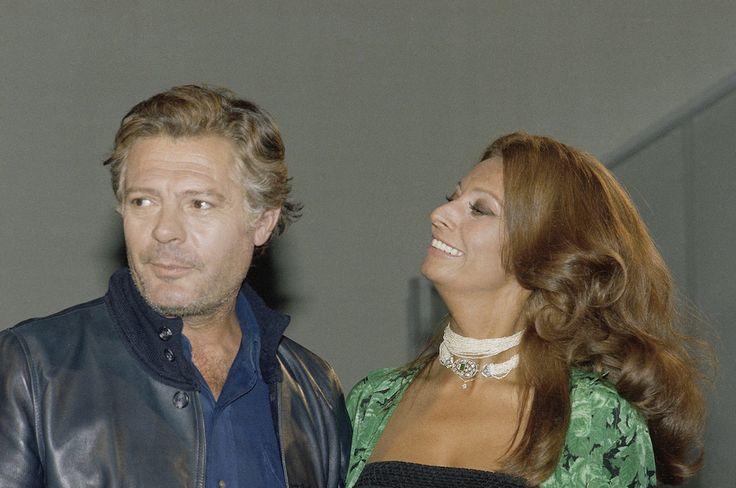 """Ottant'anni da Sophia Loren: Marcello Mastroianni e Sophia Loren ospiti del """"Dick Cavett Show"""" nel 1977 - Il Post"""