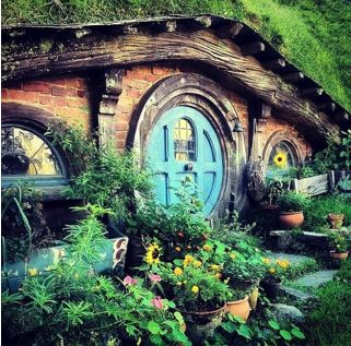 LOVE this one! A hobbit home would be my dream home! Oh one day I'll live in the forest and build a hobbit home for me and my husband :)