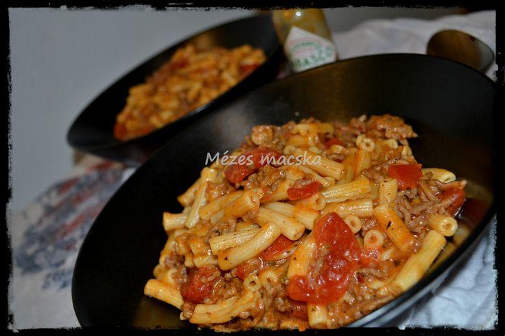 Cheddar sajtos serpenyős makaróni chilivel - Chili mac skillet