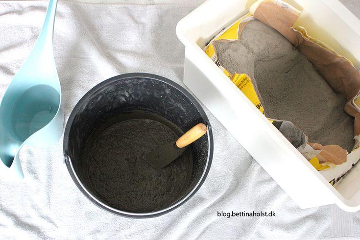 Støb i beton. Går du og overvejer at begynde at støbe små ting til hjemmet i beton, så kig med her hvor du får en trin-for-trin guide til en clipseholder.