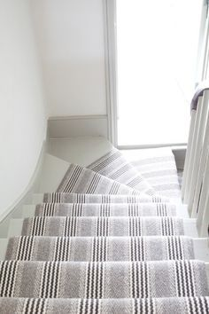 Roger Oates Shetland Sudbury Light Grey stair runner