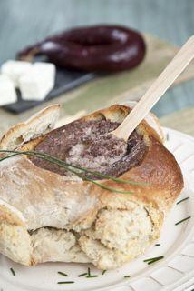 Pão recheado com pasta de morcela e queijo de cabra  TeleCulinária 1865 - 5 de Janeiro 2015 - Disponível em formato digital: www.magzter.com Visite-nos em www.teleculinaria.pt
