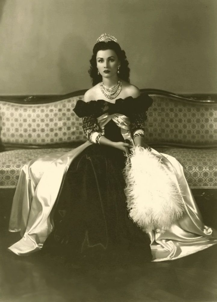 Official Imperial photo of Her Sultanic Highness Princess Fawzia bint Fuad of Egypt during her reign as Queen of Iran from 1939 to 1948//