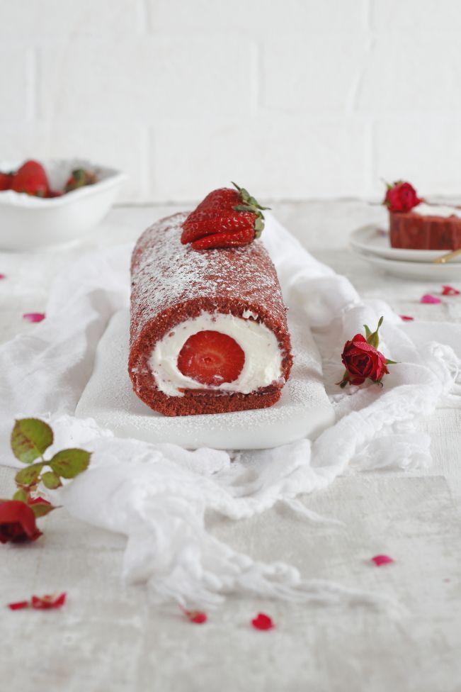 Brazo gitano red velvet relleno de fresas y nata - Mi Gran Diversión