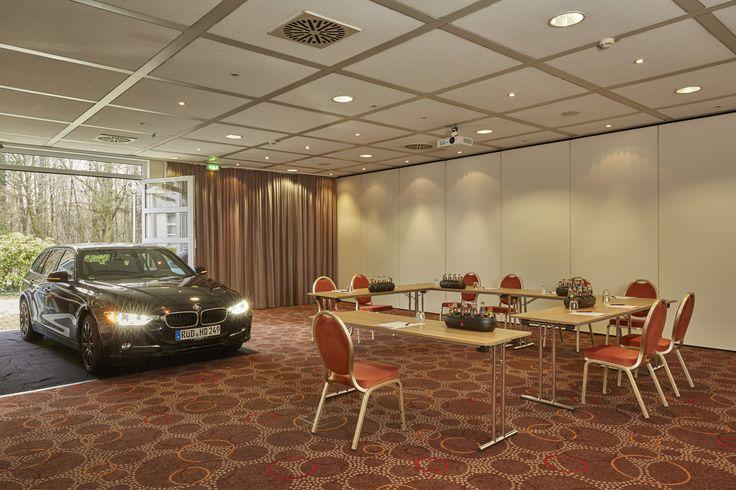Einige der Konferenz- und Eventräume im H+ Hotel Wiesbaden Niedernhausen sind sogar mit dem Auto befahrbar. Eine ideale Voraussetzung für große Produktpräsentationen.