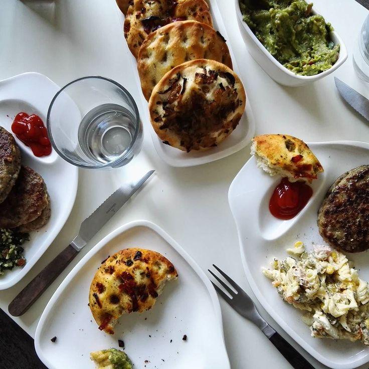 Dinner! #food #foodblogger #villeroyboch #bbq #grill #steak #hache #guacamole #dip #sauce #tabouleh #salad #healthy #potd #bread #nomnom #yummy #bestfoodworld #foodbeast #burgerorder #f52grams