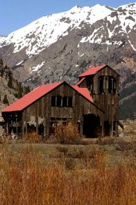 A barn in the foothills ... #Barn #Mills #Farms #Design