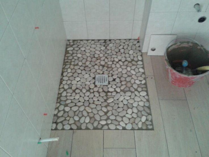 Pavimento doccia sassi piatto doccia come realizzare un a mosaico