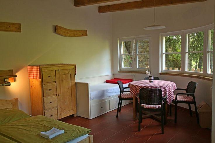 1 998Kč Malběnka - chata na skále pod hradem Kokořín nabízí ubytování ve vesničce Kokořín.