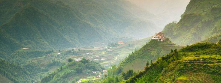 Lào Cai là một tỉnh thuộc vùng cao biên giới phía Bắc Việt Nam, là một khu du lịch trọng tâm của miền Bắc với những thắng cảnh mang vẻ đẹp nguyên sơ của vùng núi phía Bắc. Lào Cai cũng là nơi có nhiều địa danh lịch sử, hang động tự nhiên, đặc sản và là vùng đất mang đậm nét đặc trưng văn hoá độc đáo của nhiều dân tộc. Kinh nghiệm du lịch Lào Cai, Hướng dẫn du lịch Lào Cai, Địa điểm du lịch Lào Cai