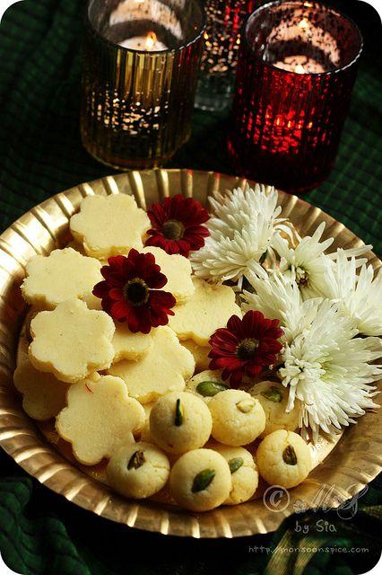 15 mins microwave Doodh Peda - http://www.monsoonspice.com/2012/11/15-minutes-microwave-doodh-peda-milk.html