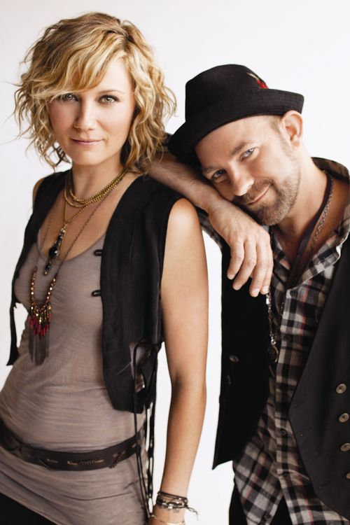 SUGARLAND Sugarland, an American country music duo, is composed of singer–songwriters Jennifer Nettles and Kristian Bush. Sugarland was founded in 2002 by Kristen Hall with Bush and ultimately became a trio after hiring Jennifer Nettles as lead singer