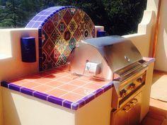 Super Outdoor-Grill mit mexikanischen Fliesen