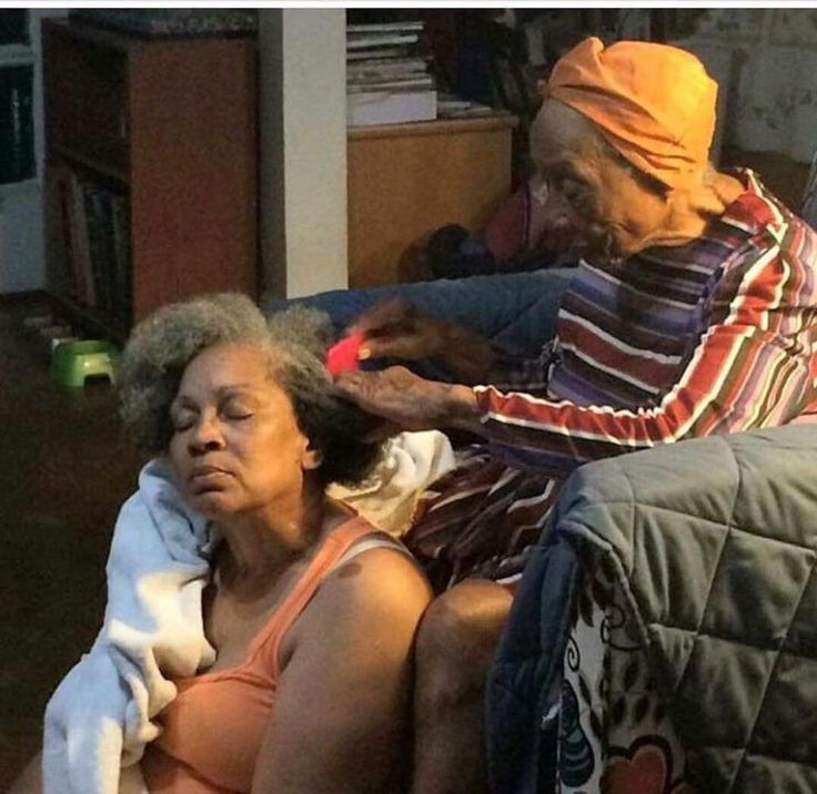 The Internet Loves This Photo Of An Elderly Mom Braiding