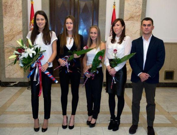 Ana Ivanovic si coechpierele din echipa de Fed Cup