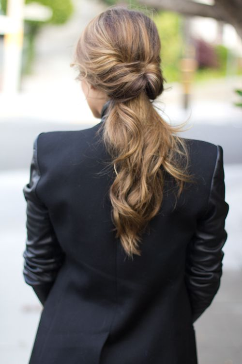 Looped chignon #frisur #hair #style #ponytail