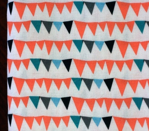 http://www.etsy.com/listing/56726031/circus-bunting-fat-quarter-quilting: Quilts Fabrics, Cotton Fabrics, Buntings Beautiful, Flags Curtains, Fabrics Patterns, Circus Buntings, Buntings Fabrics, Fabrics Inspiration, Buntings Quilts