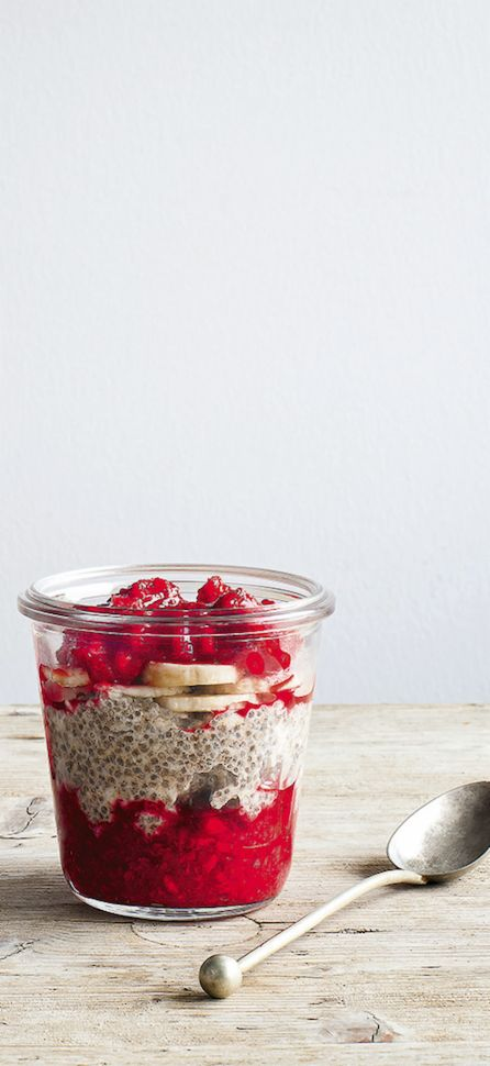 This delicious chia & millet flake porridge is packed full of superfoods and delicious flavours. The perfect breakfast to keep you going all week! Thanks to Raw Solla for this recipe.