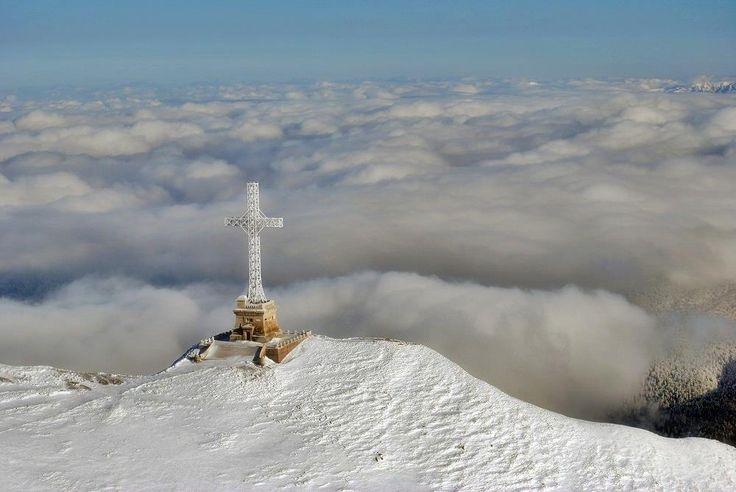 The Heroes' Cross , Bucegi Mountains, România.