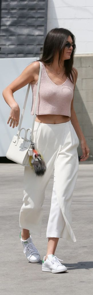 Kendall Jenner // pink crop with white pants