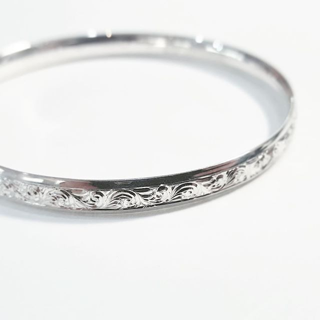 Add sparkle without the bling. Sterling silver bangle with hand engraved details.  .  .  .  #miraijewellerysydney #bespokejewellery #bespokejewelry #customjewellery #custommade #sydneyjeweller #sydneyjewellery #handmade #handmadejewellery #instajewellery #instajewellerygroup #instajewelry #engraving #jewellery #jewellerydesigner #engraver #jeweller #handengraving #bangle #silverbangle #handengraved #engraved #sterlingsilver