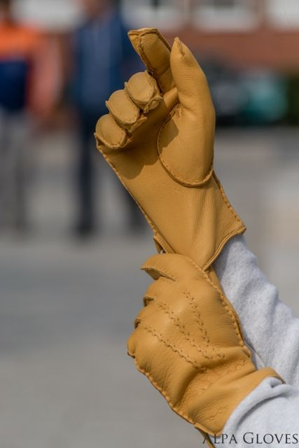 Leather gloves for all reasons and seasons. alpagloves.hu
